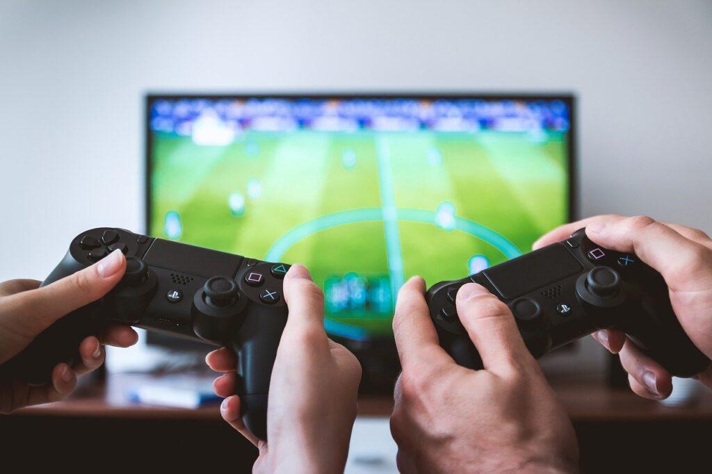 Gaming Tv Players Player Home  - JESHOOTS-com / Pixabay