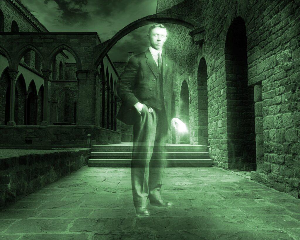 Ghost Man Vintage Dress Suit  - mollyroselee / Pixabay