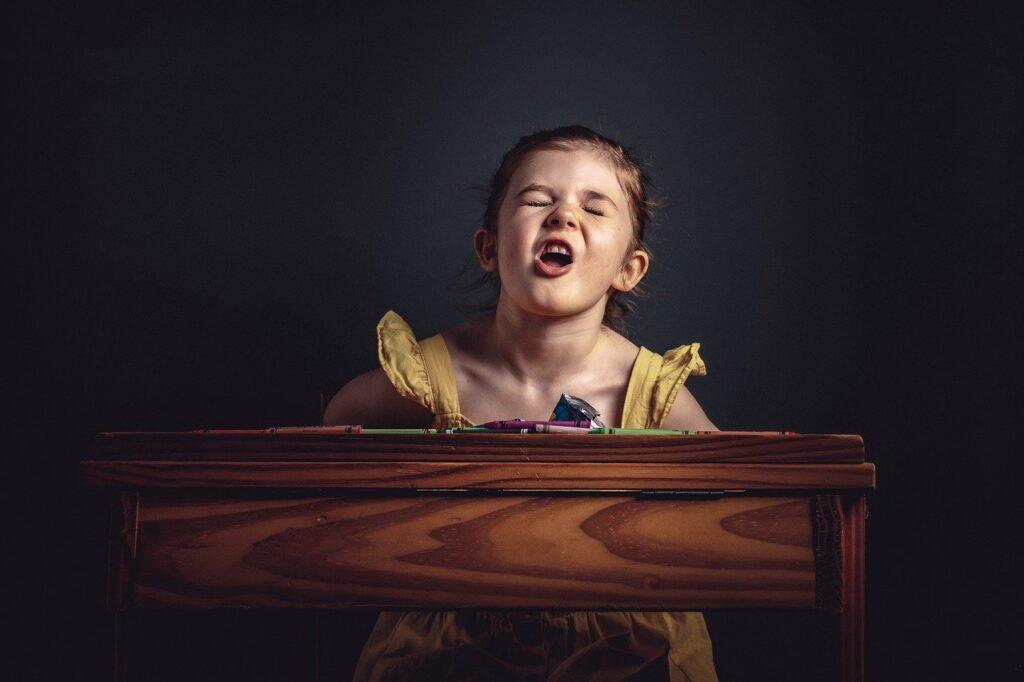 Girl Crying Desk Portrait Kid  - leemurry01 / Pixabay