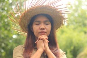 Girl Praying Praying Hands Hands  - iChristian / Pixabay