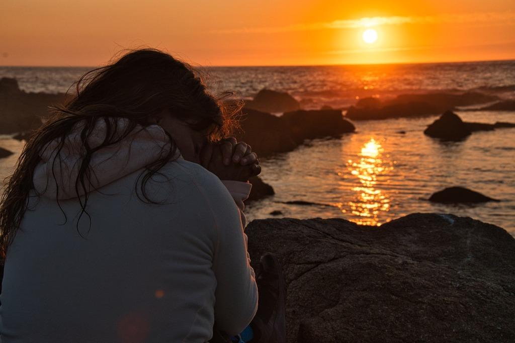 Girl Praying Sunset Faith Religion  - sitoruiz / Pixabay