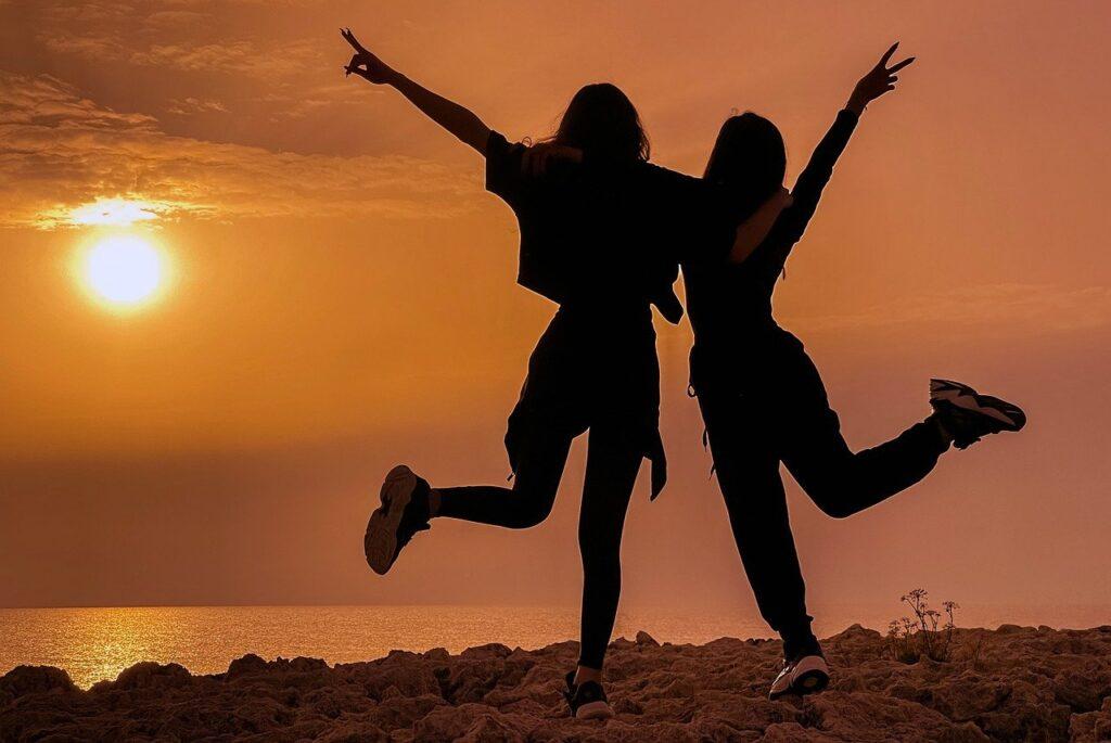 Girls Teenagers Silhouettes  - dimitrisvetsikas1969 / Pixabay