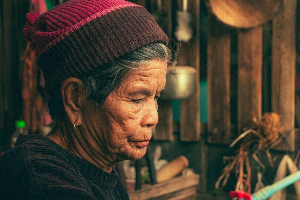 Grandmother Old Woman Mother  - mathee / Pixabay