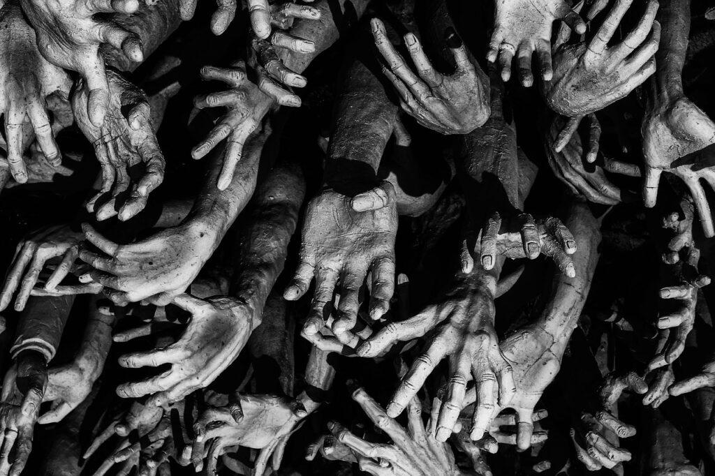 Hands Creepy Monochrome Sculpture  - adnankale_ / Pixabay