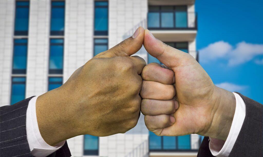 Hands Thumbs Up Partnership  - Tumisu / Pixabay