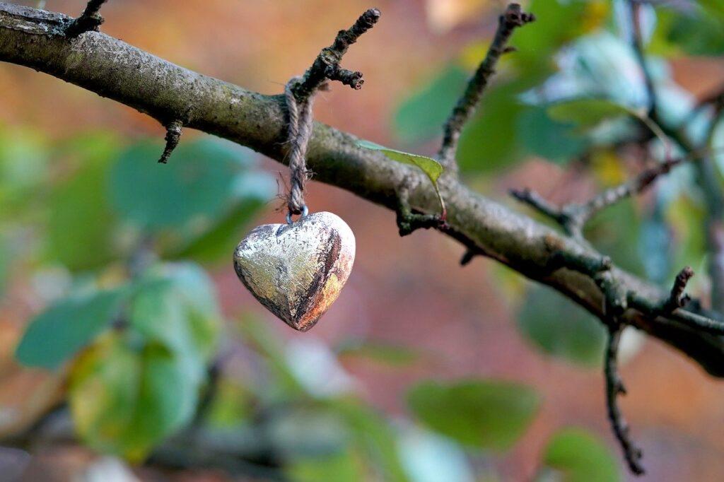 Heart Heart Pendant Deco Golden  - Mammiya / Pixabay