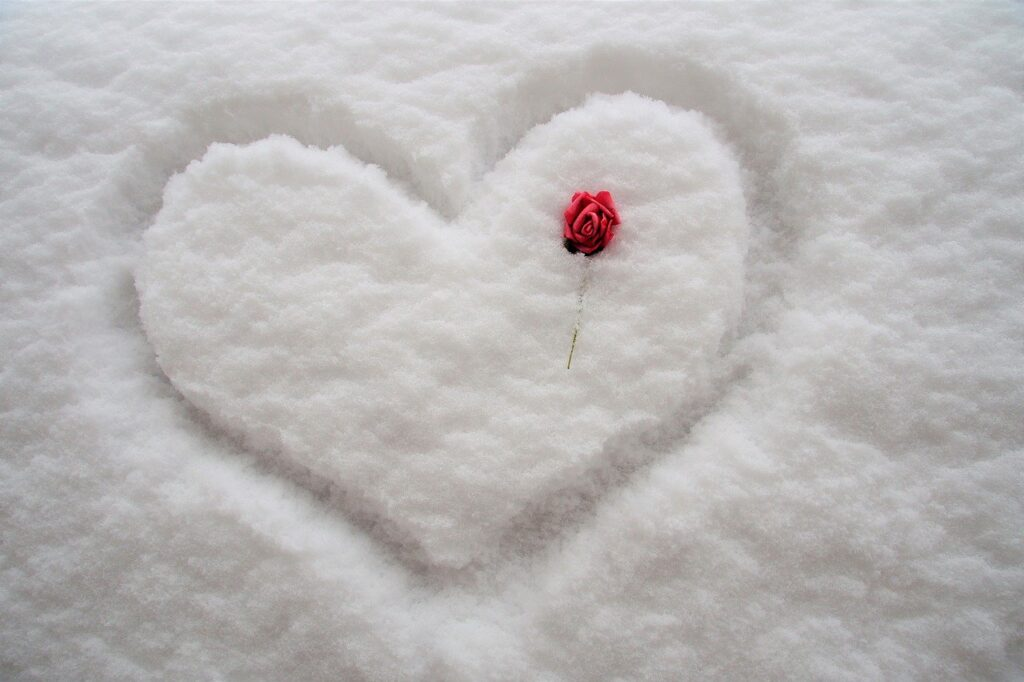 Heart Snow Drawn In The Snow  - ivabalk / Pixabay