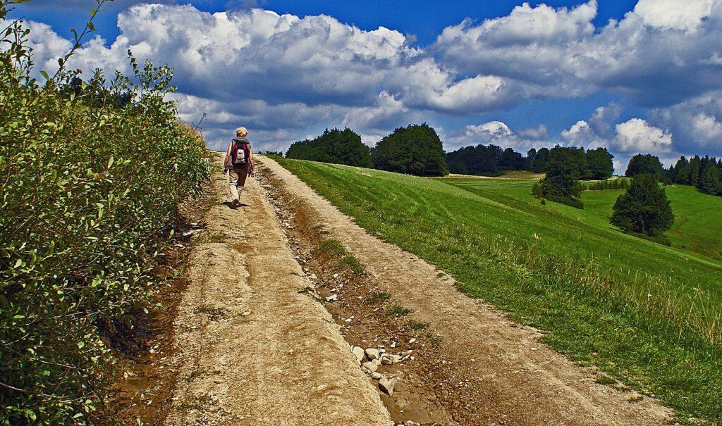 Hiking Landscape Footer Tourism  - uroburos / Pixabay