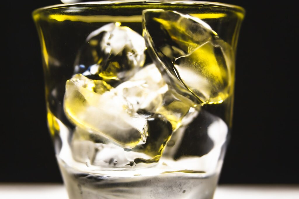 Ice Yellow Drink Water Frozen  - YoKawai / Pixabay