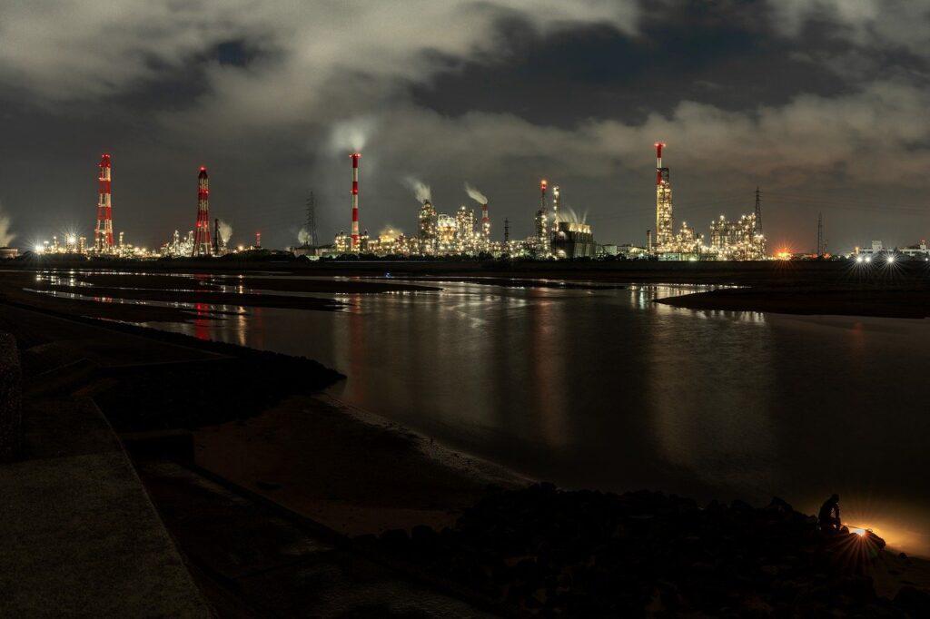 Industrial Area Night View Estuary  - Kanenori / Pixabay