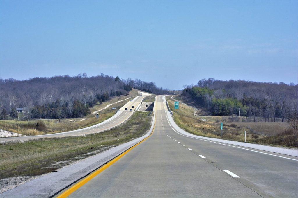 Interstate Highway Long  - Scottslm / Pixabay