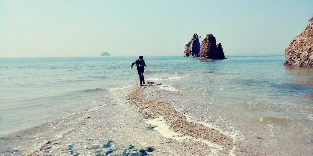 Jebudo Play Waves Blue Water Sea  - mogcity / Pixabay