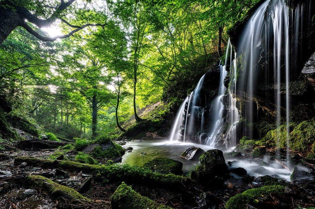 Landscape A Small Waterfall  - Kanenori / Pixabay