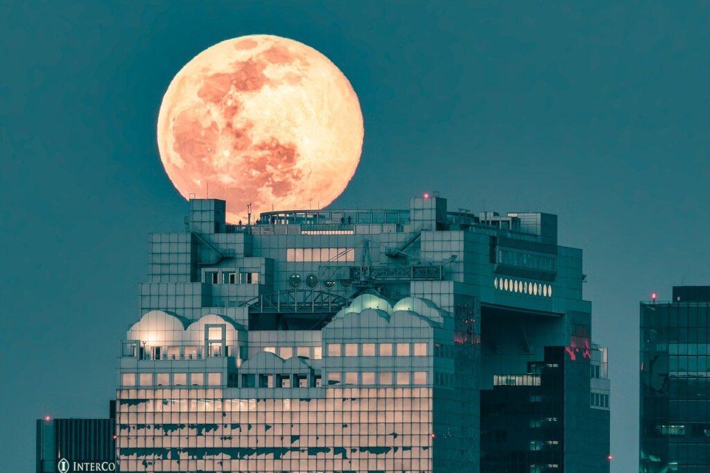 Landscape Full Moon Building Roof  - Kanenori / Pixabay