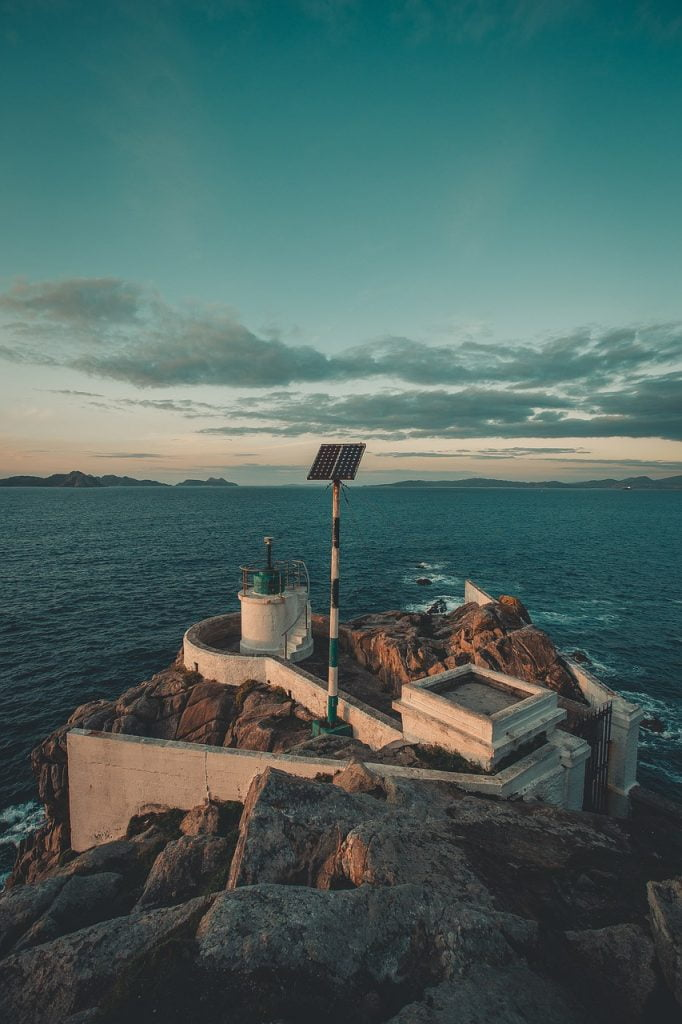 Lighthouse Sea Island Ocean Sky  - AveCalvar / Pixabay