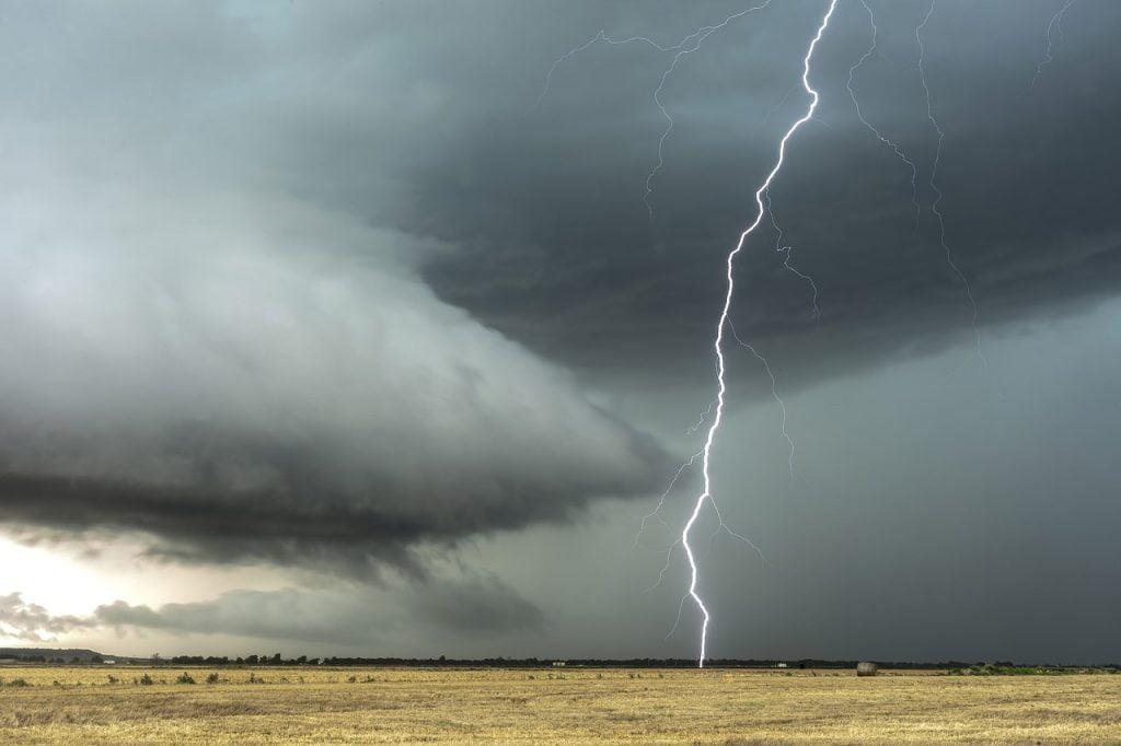 Lightning Clouds Thunderstorm  - eyeonicimages / Pixabay