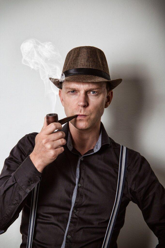 Man Detective Gangster Pipe  - Sammy-Williams / Pixabay