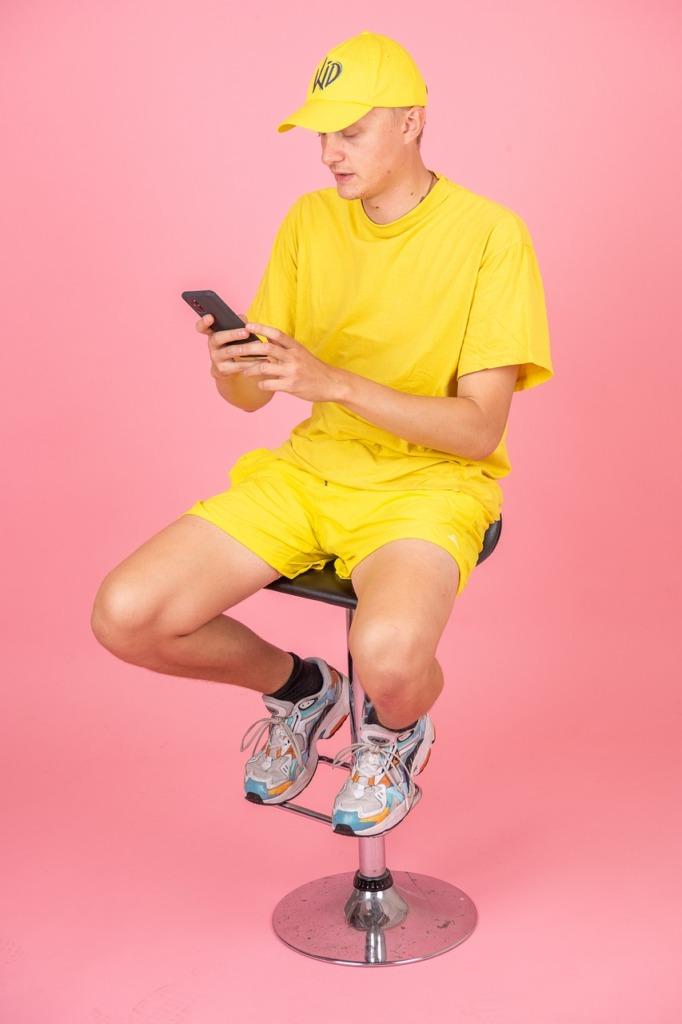 Man Fashion Smartphone  - OttoRavn / Pixabay
