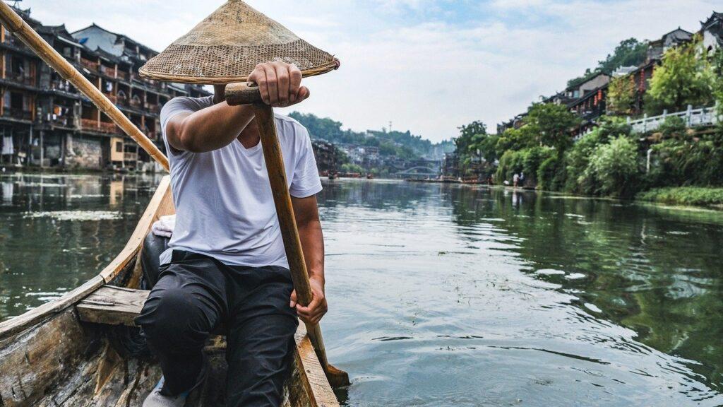 Man Fisher River Ancient Town  - himuraseta / Pixabay