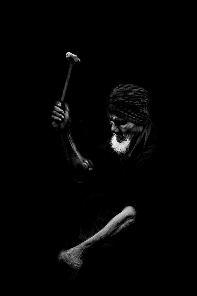 Man Hammer Homeless Street People  - mahabuburrahman129 / Pixabay