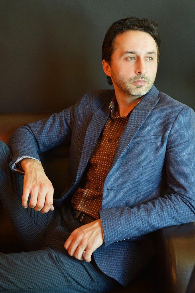 Man Model Suit Male Business  - Victoria_Borodinova / Pixabay