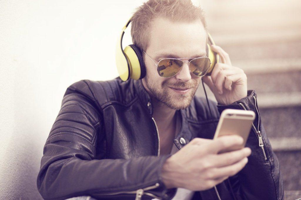 Man Music Phone Headphones  - Sammy-Williams / Pixabay