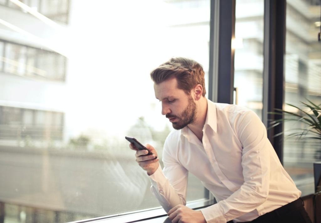 Man Phone Smartphone Office  - ayushrao021 / Pixabay