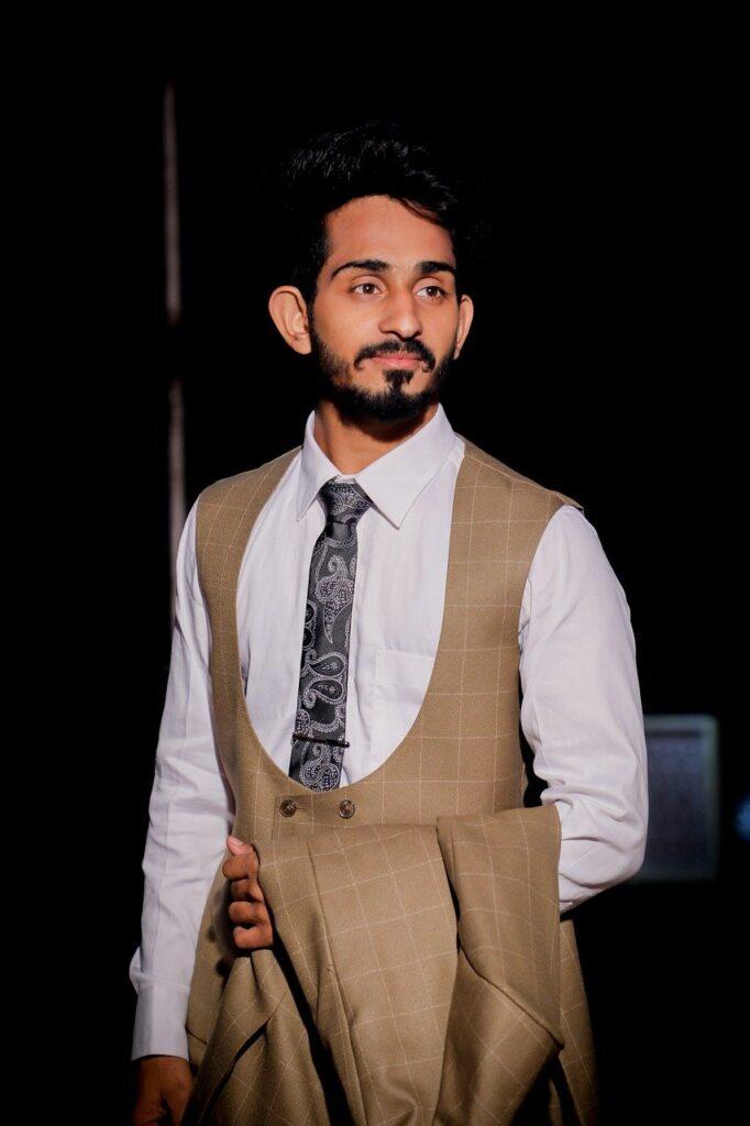 Man Suit Portrait Fashion Tie  - Pankaj08 / Pixabay