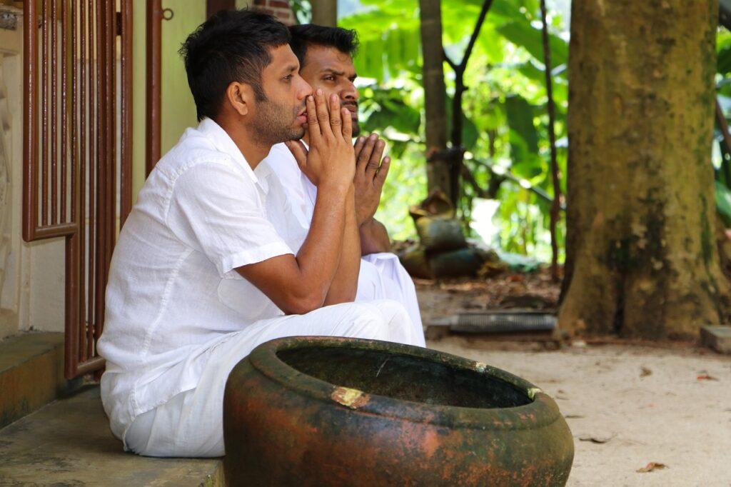 Men Young Buddhist Worship Yoga  - Adawikanda / Pixabay