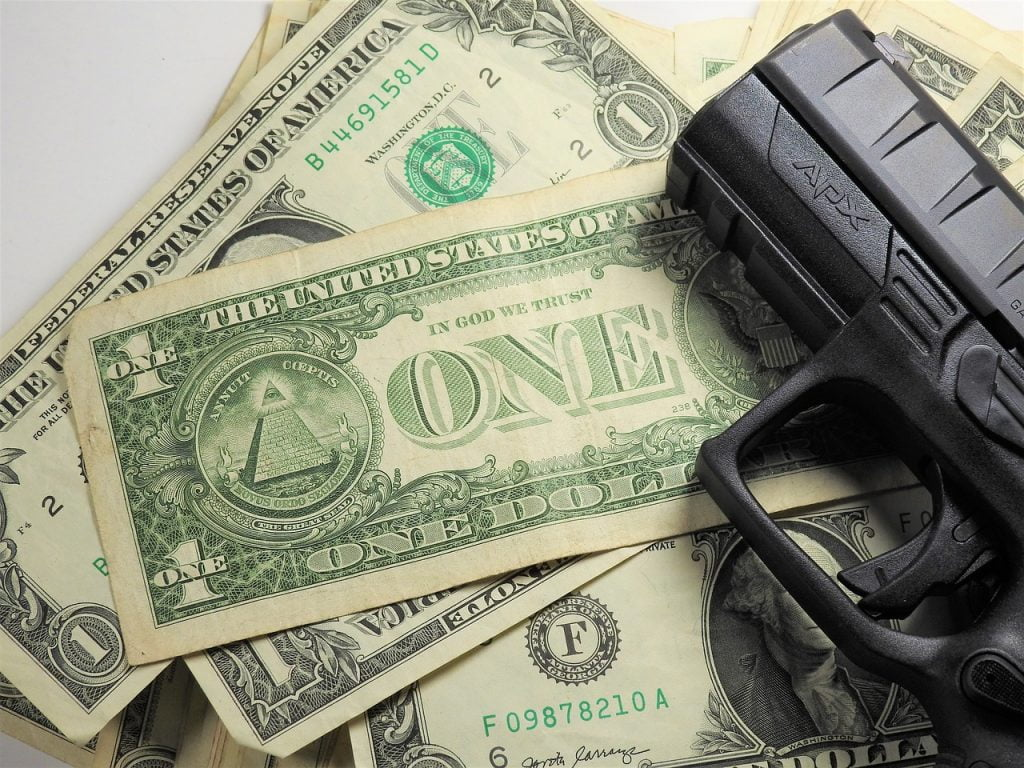 Money Dollar Gun Beretta  - iGlobalWeb / Pixabay