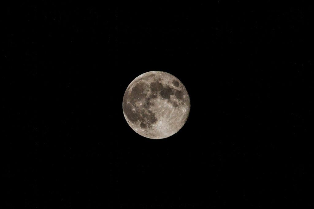 Moon Sky Night Full Moon Moonlight  - jociujvari / Pixabay