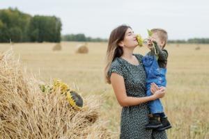 Motherhood Son Love Parent Woman  - nastya_gepp / Pixabay