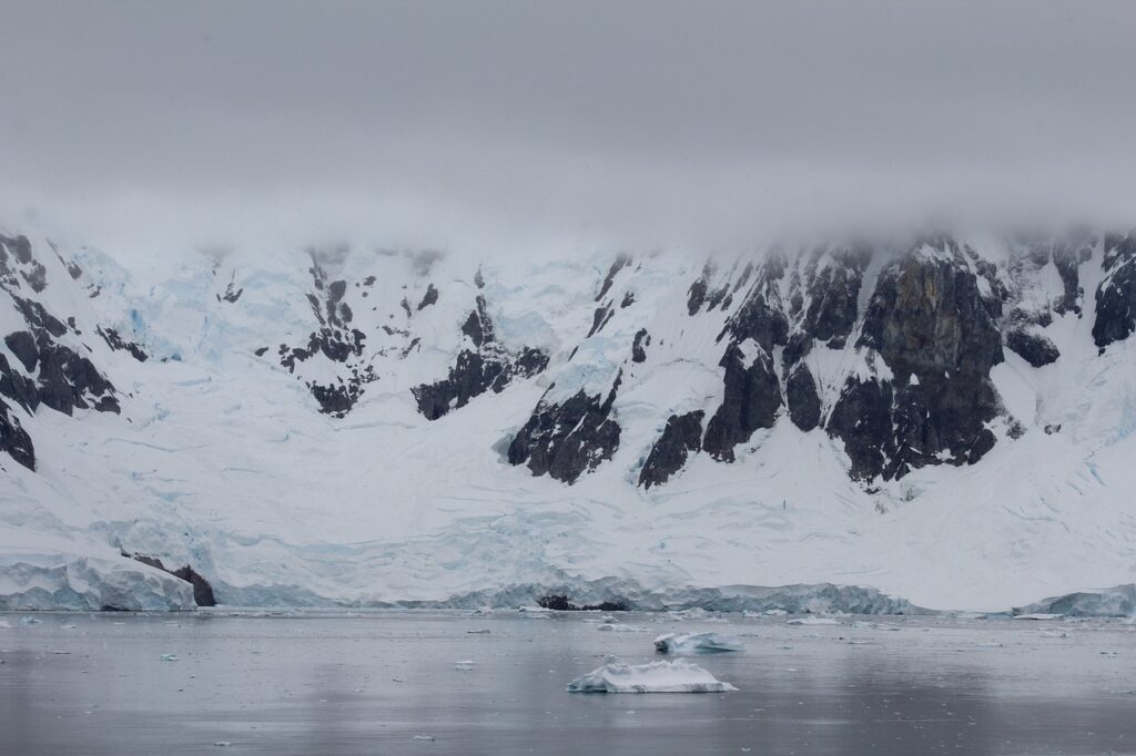 Mountains Iceberg Glacier Ice  - krenni6 / Pixabay
