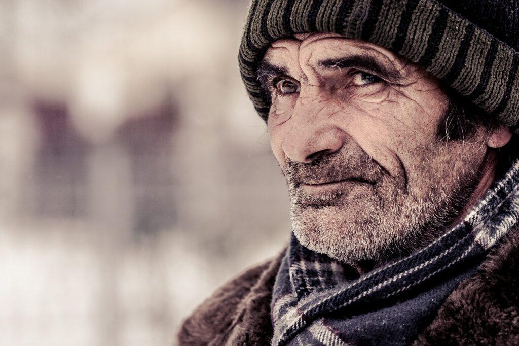 Old Age Man Elderly Cold Wrinkled  - 1866946 / Pixabay