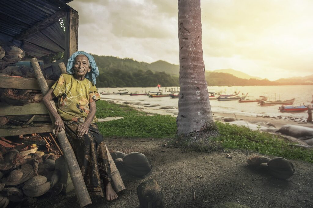 Old Woman Coast Coconuts Senior  - suhkryfoto017 / Pixabay