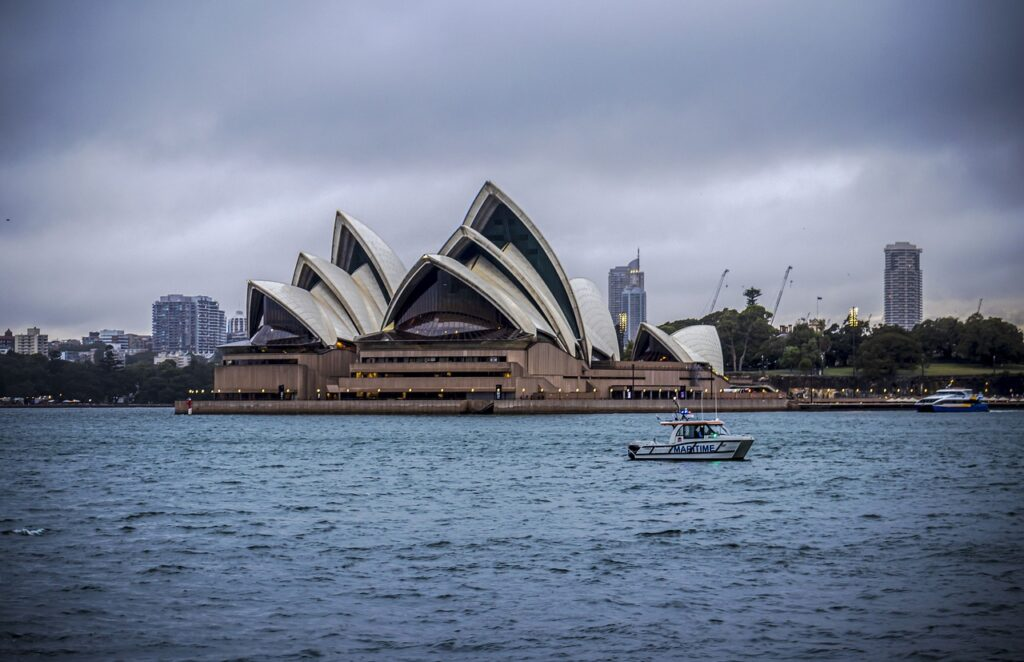 Opera House Buildings Harbour Bridge  - rommelsharma / Pixabay