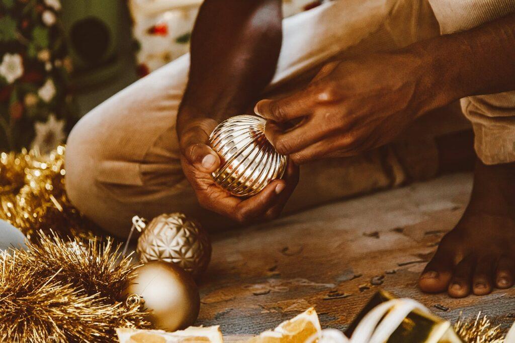 Ornaments Man Person Gold  - nhaphoaau / Pixabay