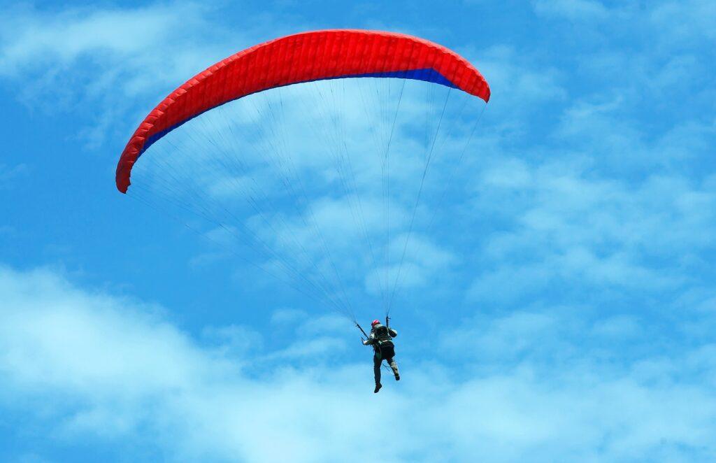 Parachute Parachutist Paraglider  - Andrey_and_Lesya / Pixabay