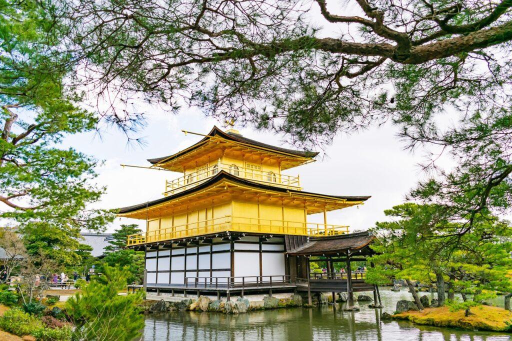 Pavilion Lake Pagoda Trees  - runextreme / Pixabay