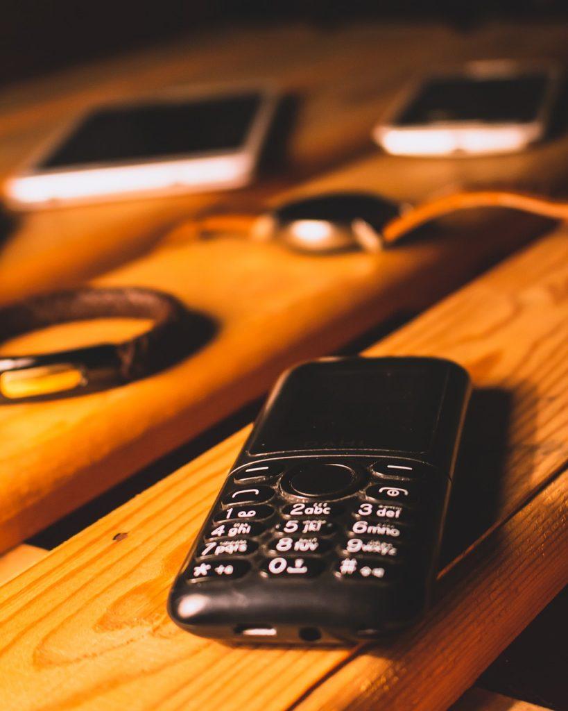 Phone Electronics Smartphone  - DeoMaster / Pixabay