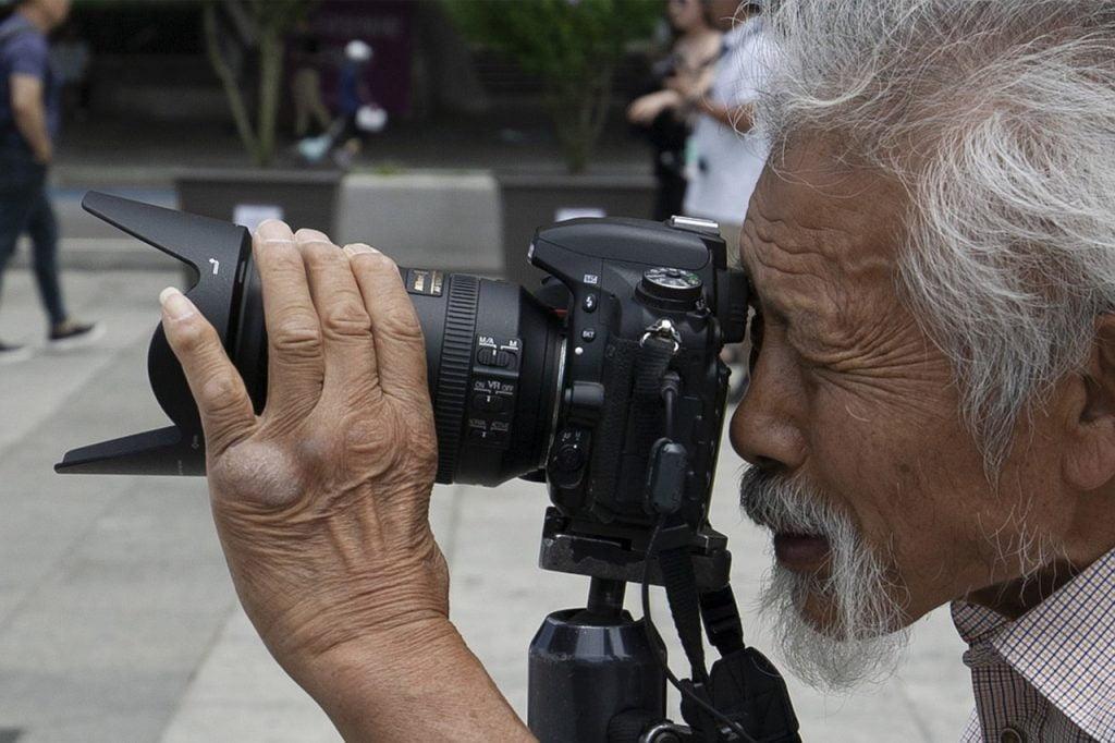 Photographers Photo Camera Shooting  - iemlee / Pixabay