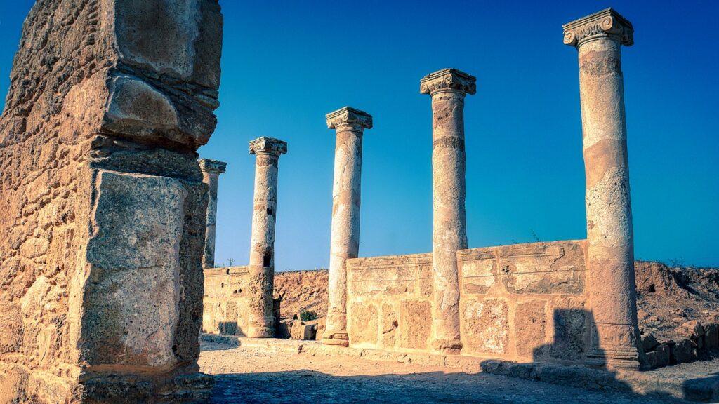 Pillars Columns Ruins Columnar  - fietzfotos / Pixabay