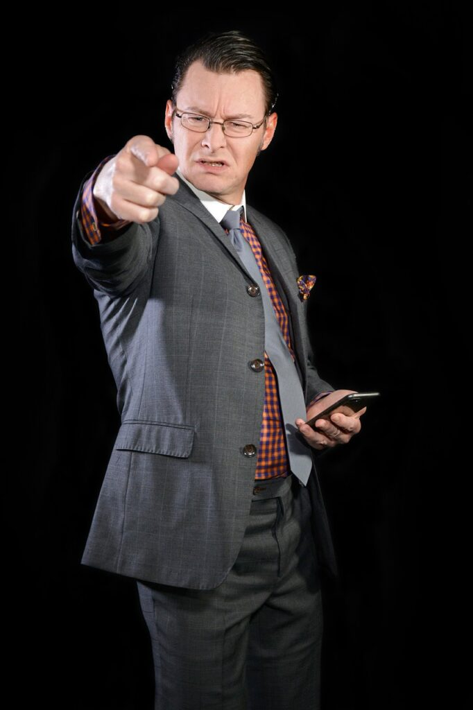 Pointing Businessman Aggressive  - michael_schueller / Pixabay
