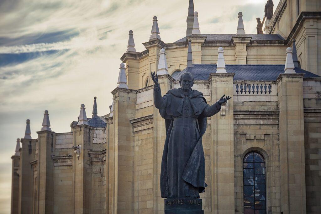 Pope John Paul Ii Statue Church  - ddzphoto / Pixabay