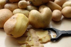 Potatoes Peel Peeler Potato Peel  - Der_Mentor / Pixabay