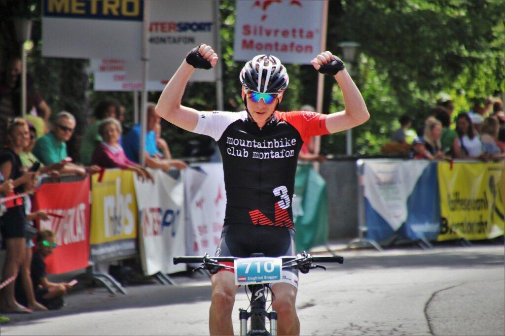 Professional Road Racing Cyclist  - pasja1000 / Pixabay