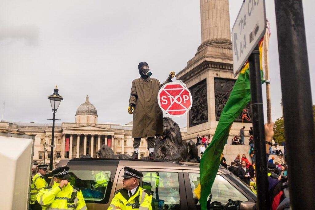 Protest Police Climate Action  - BenPixabay / Pixabay