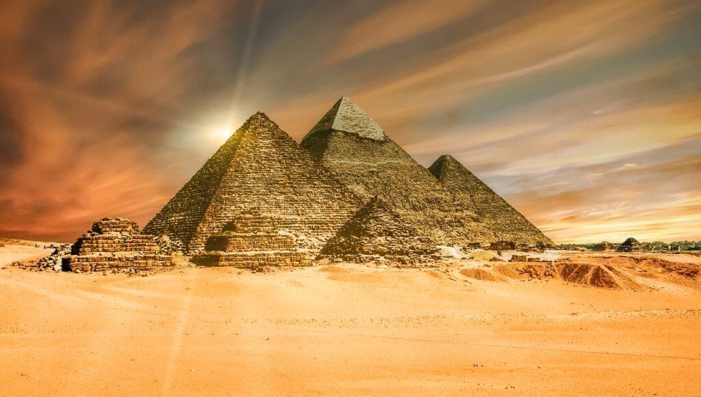Pyramid Desert Ancient Sand  - TheDigitalArtist / Pixabay