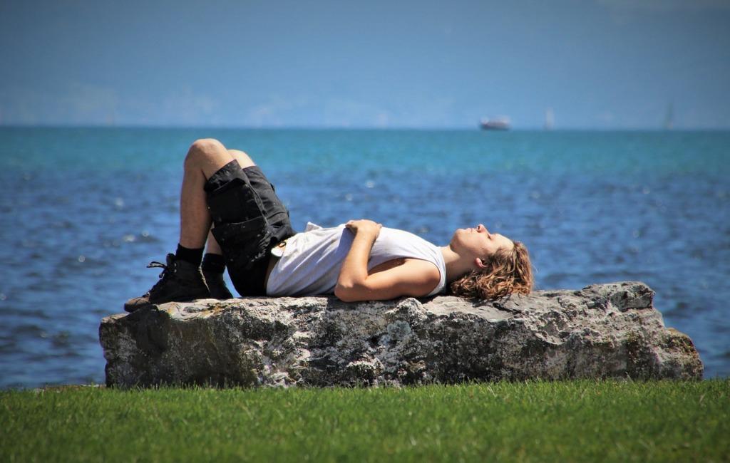 Relaxation Sunny Day Beach Lake  - pasja1000 / Pixabay