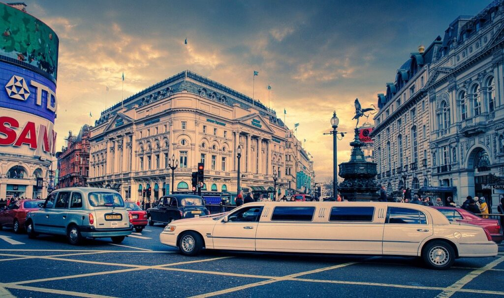 Road Traffic City Piccadilly Circus  - fietzfotos / Pixabay